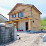 琵琶湖畔に佇む最小限の家